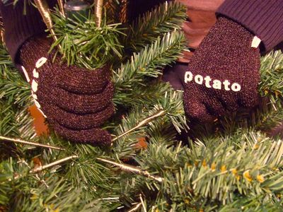 XmasTreePotatoGloves